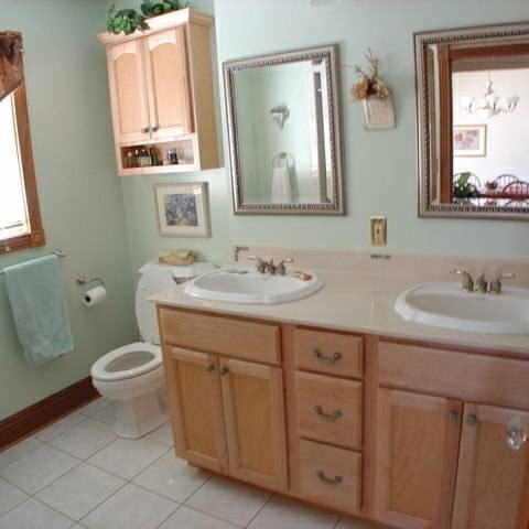 before-and-after-bathroom-makeovers-that-give-us-hope-small-bathroom-makeovers-old-bathroom-570d3c5aa48727ba129ec529-w620_h800