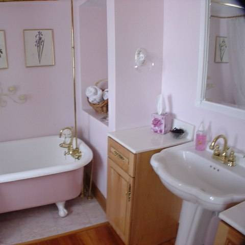 before-and-after-bathroom-makeovers-that-give-us-hope-small-bathroom-makeovers-pink-bathroom-570d3c5ad6df86b412b9ff06-w620_h800