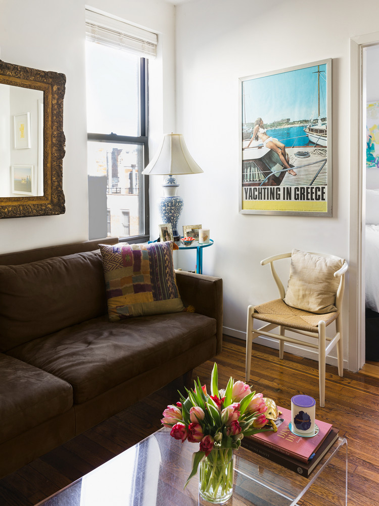 how-one-new-yorker-makes-262-square-feet-feel-spacious-living-room-brown-sofa-5a9708dd727e7f083ec18d2c-w1000_h1000