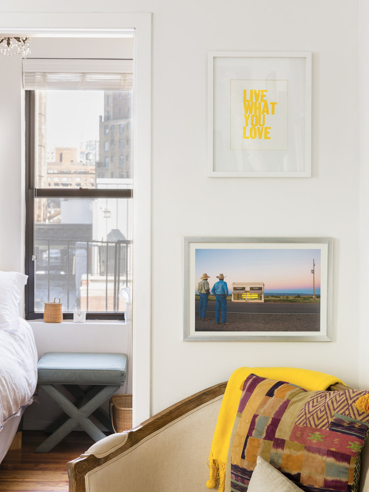 how-one-new-yorker-makes-262-square-feet-feel-spacious-reading-nook-with-artwork-5a9708d9727e7f083ec18d2a-w1000_h1000